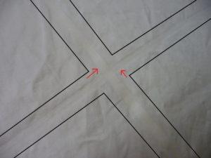 縫い目の見えないテープのような線で分けられている羽毛ふとん